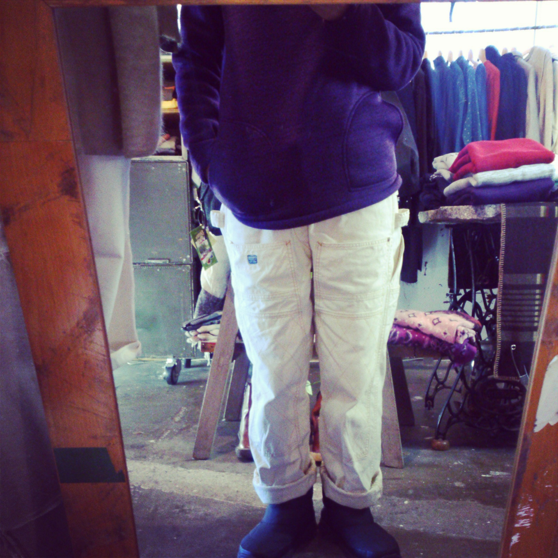 sweater fleece+white pants